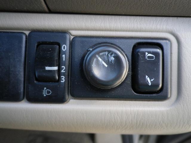電動格納ミラー&ライトレベライザースイッチ   ★内外装クリーニング済★安心の点検整備付★保証付★購入後、お車のオイル交換を2回無料でさせて頂きます!   自社ローン取扱店。お気軽にご相談ください。