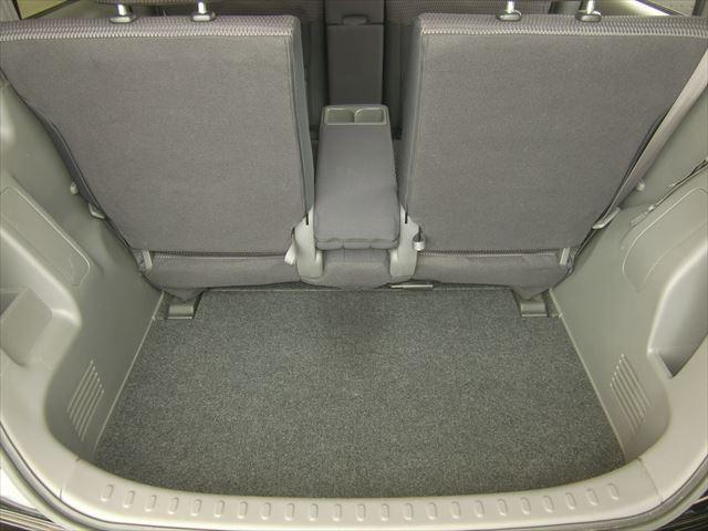 トランクは結構広いので5人乗車時でも荷物がたくさん積めるのが人気の一つですよ!