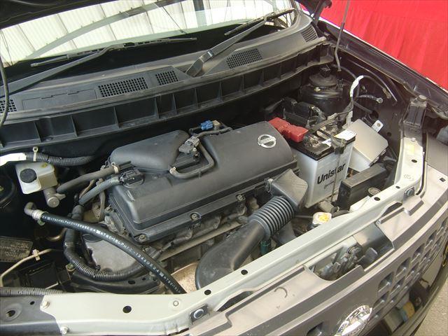 エンジンルームはオイルの漏れや滲みもなくきれいです。