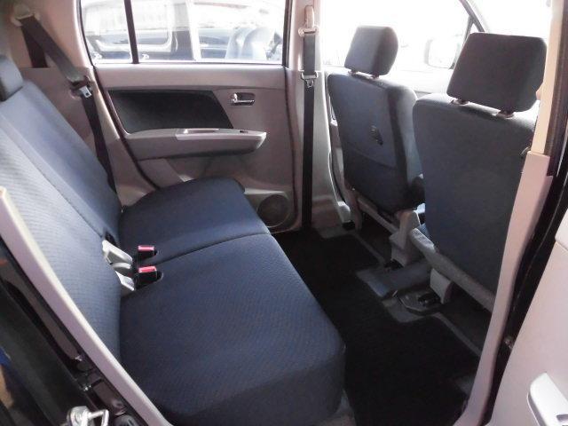 後ろの席もこーんなに広い☆大人4人乗車時もゆったり座れます!