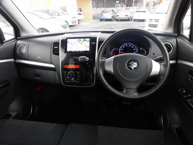 視野が広く運転しやすいように設計された運転席周り。運転が苦手なお客様でもこれなら安心ですね。