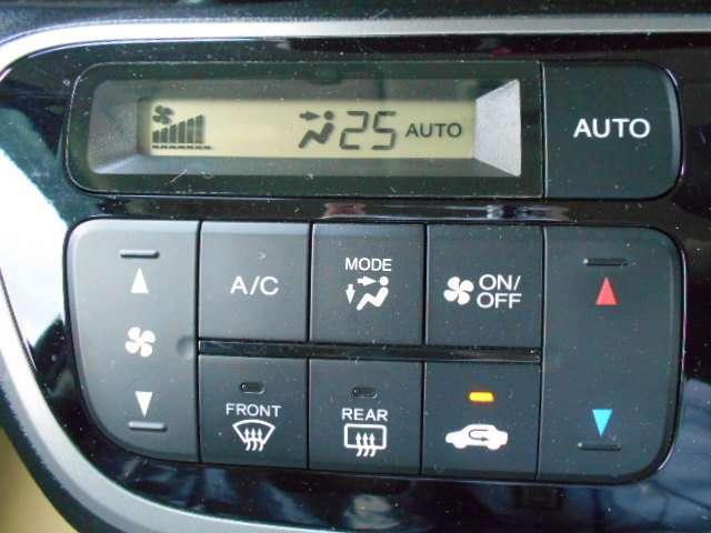 エアコンはもちろんオート。広い車内ですがとってもよく効きます