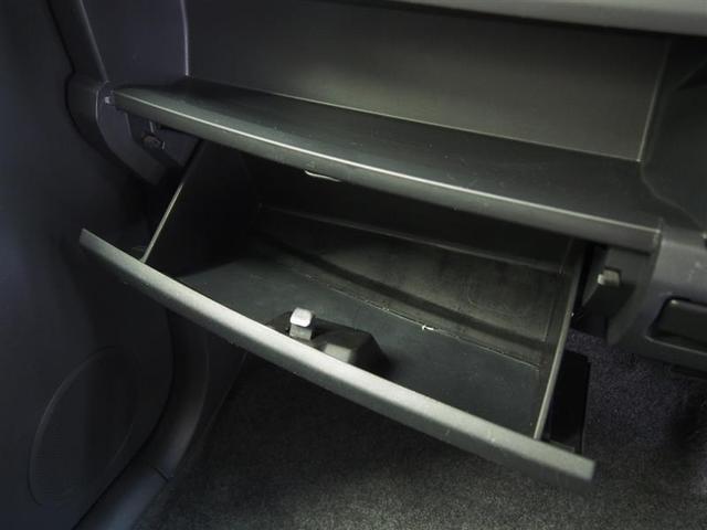 グローボックスに小物も入り便利に使えます。