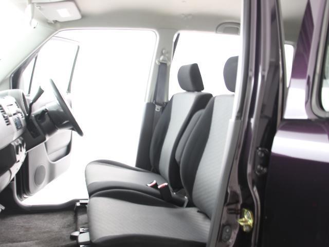 運転席・助手席は人気のベンチシートです♪