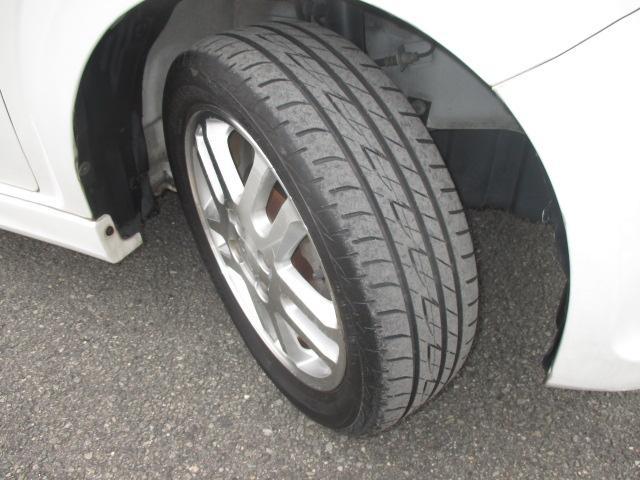 前タイヤの画像です。