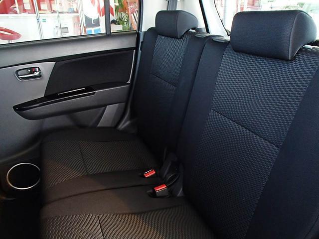 後部座席もゆったり座れます! スマートキー プッシュスタート HID 盗難防止装置 CD ワンオーナー ABS