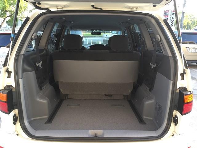 2列目シートも前にするとさらに空間が広がり荷物も楽に積むことが可能です
