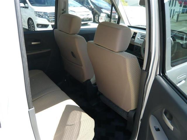 後部座席も当然、綺麗・清潔に仕上げております。内装の綺麗なお車は気持ちが良いです、コンディションの良い車が多いです。前のユーザーが丁寧に使っていた証拠です。