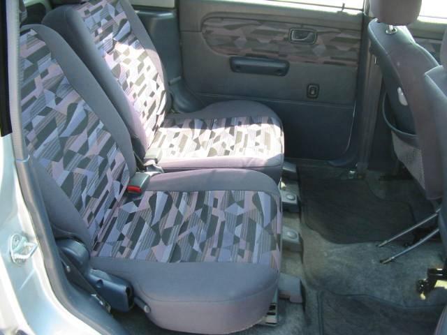 見て下さい!リヤシートも広いのでチャイルドシートも余裕で取付け可能です!
