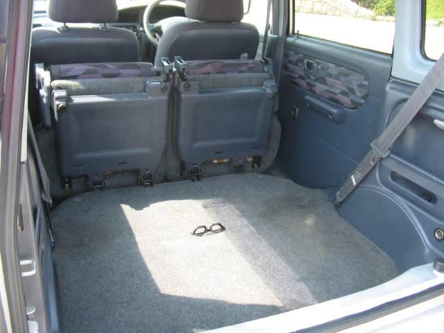 リヤシートを格納出来荷室がフラットに!大きな荷物も余裕で積み込み出来ます