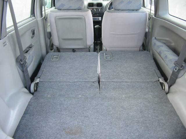 リヤシートを倒せば荷室がフラットに!大きな荷物も余裕で積み込み出来ます!