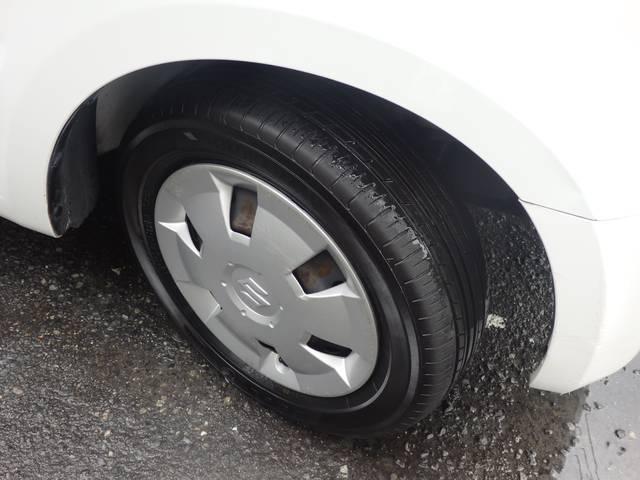 前後共にタイヤサイズにつきましては、155/65R13 73Sと、なります。タイヤの溝もまだまだございます!!