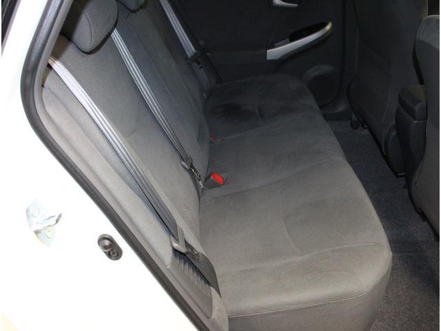 セカンドシートも必要十分な空間を確保!