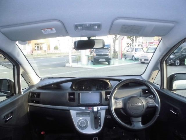 大きなフロントガラスは朝日や夕日の眩しさを抑え、車内の断熱、UVカット効果もある優れものです☆
