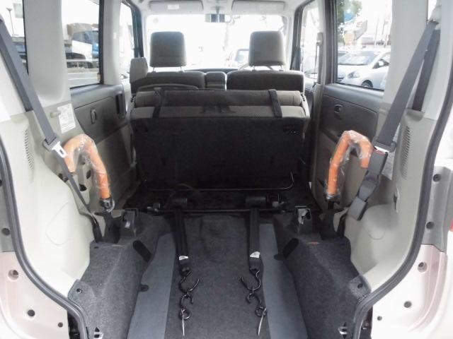 広々とした車いす乗車スペースでゆったり快適 頭上も足元も広々とした車いす乗車スペース。移動中もゆったり快適です
