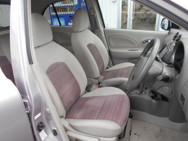 フロントシートは、コンパクトカーなのに広くゆったりしております。
