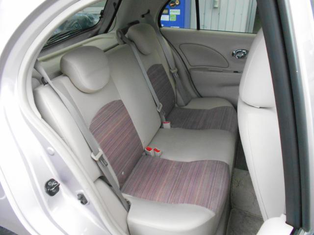 リヤシートは身体を包み込むような形状でゆったり座れるので、ロングドライブでも疲れません。