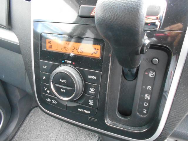 オートエアコン付きなので、温度を設定するだけで車内を快適にしてくれます。