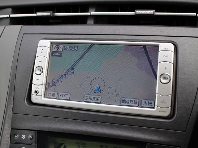 安全を考慮し、視線移動の少ない位置にセットされた純正SDナビ!CD、DVDビデオ、ワンセグTVに対応しています。