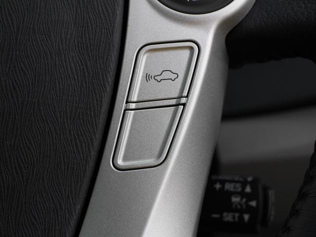 高感度なミリ波レーダーセンサーからの情報によって、先行車を認識。先行車の車速が変化しても、設定車速内で車速に応じた適切な車間距離を保ちながら追従走行します。