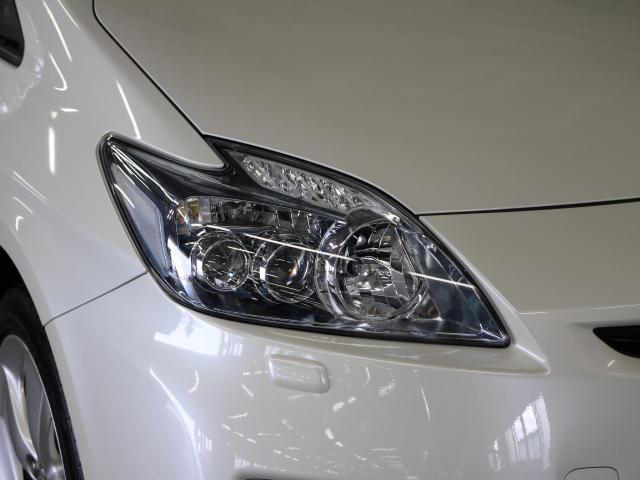 消費電力の少ないLEDヘッドランプを採用。またヘッドランプの汚れを洗浄するポップアップ式のクリーナーも装備しています。