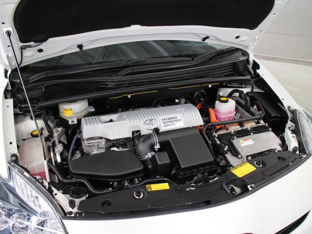 2ZR−FXE型 1.8L 直4 DOHCエンジンと3JM型 交流同期電動機のハイブリッドシステム搭載、FF駆動です。