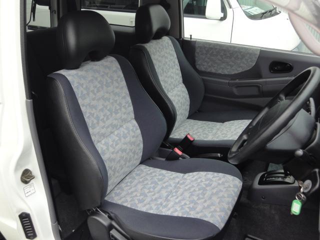 運転席・助手席シートになります。