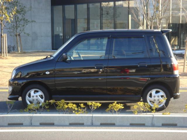 リヤガラスはプライバシーガラスになっておりますので車内が見えずらく安心です。