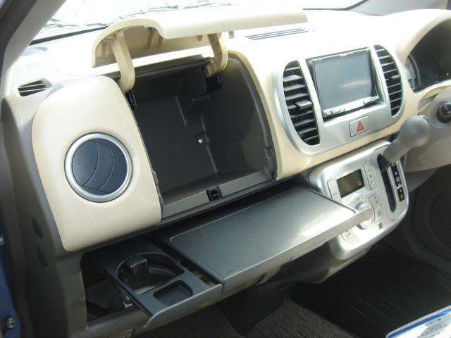 助手席側にもドリンクホルダーが装備されております。