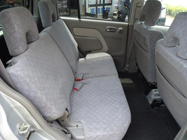 内装広々後部座席もゆったり乗っていただけます!!