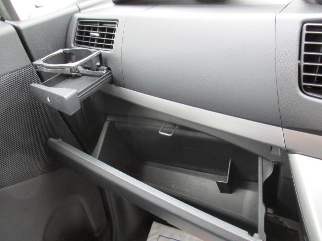 助手席側のグローブボックスとドリンクホルダーでとっても便利ですね