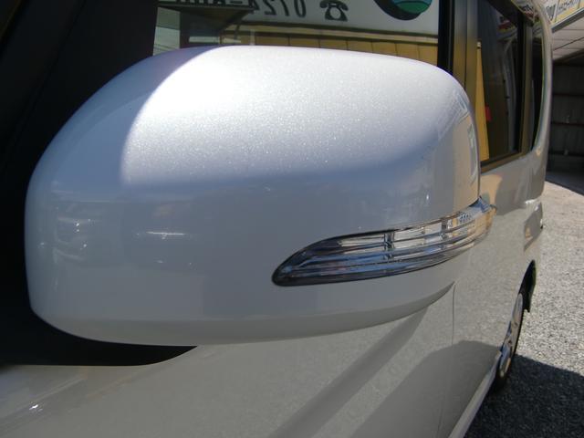かっこいいウィンカー付きの電動格納ミラーです☆