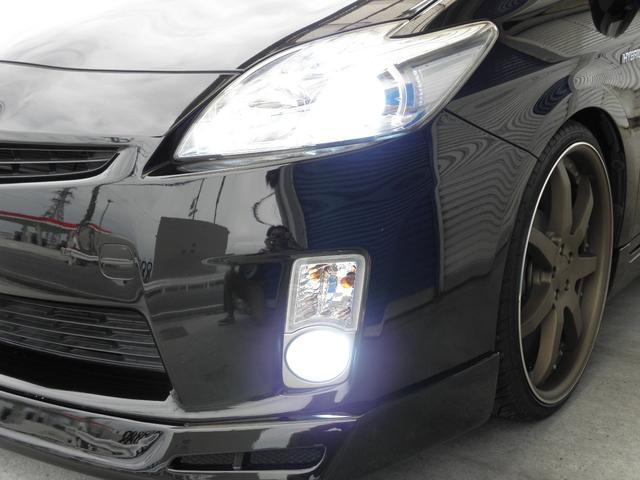 社外HIDヘッドライト&HIDフォグライト装備!ポジション&ナンバー灯にはLEDも装着!欠かせないアイテムとなりましたね!