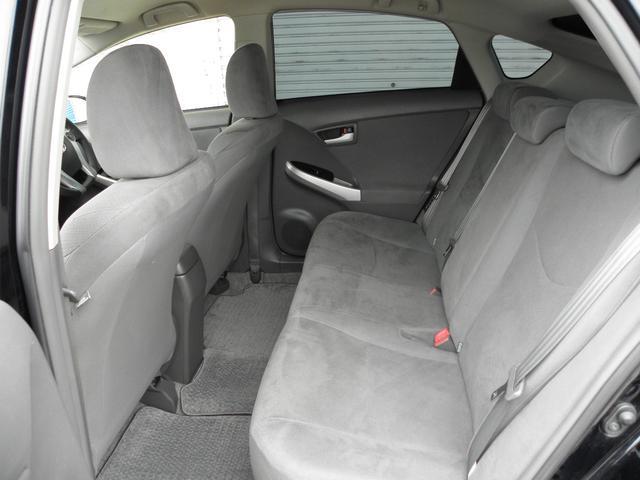 リアシートも十分なスペースです!シートカバー取り付けやセキュリティ取り付け等なんでもご相談下さい!