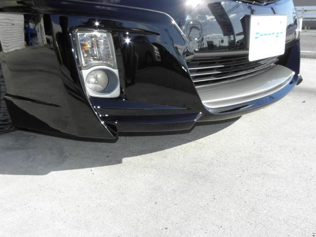 フロントスポイラーのセンターダクト部分はガンメタリックカラーで塗り分けました!