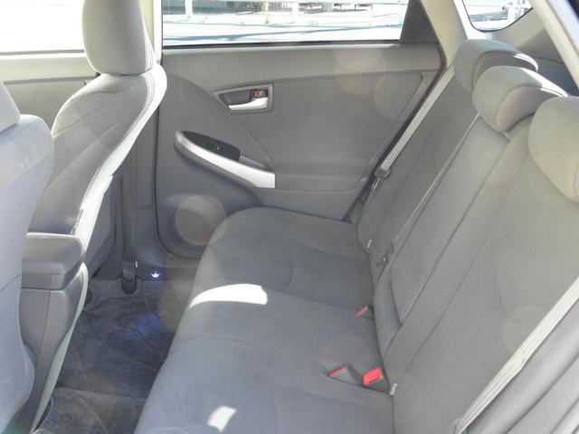 リアシートもゆったり座って頂けるスペースです!シートカバー取り付けやルームクリーニング施工もお任せ下さい!
