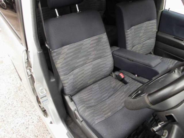 フロントシート 使用感少なく綺麗です。