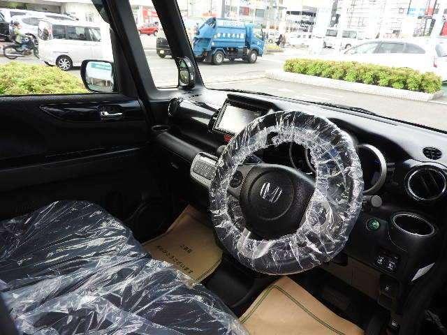 大きなフロントガラスで見晴らしよく運転しやすいですよ!!