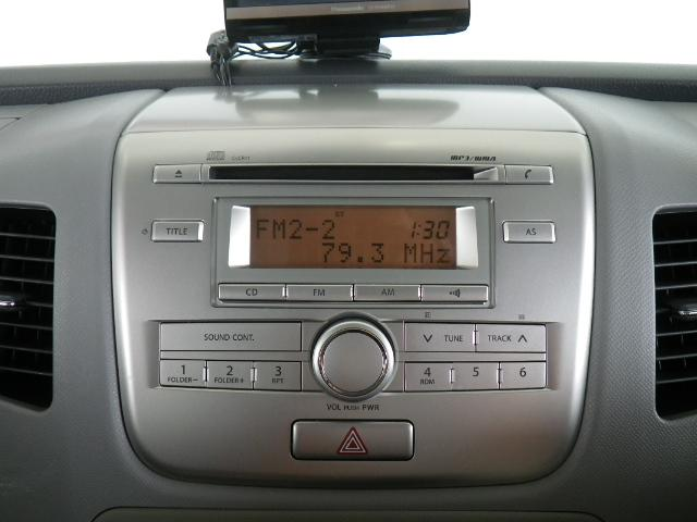 CD付きです。当たり前の装備ですが、無くちゃ困りますよね。お気に入りの一曲で、自分だけの快適空間を演出して下さい。ヽ(^。^)ノ