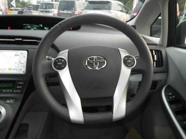 最近のインパネ(画像部分)はかっこいいだけでなく、安心・安全に作られています。まずは、お座り下さい。運転している感覚がつかめると思います。