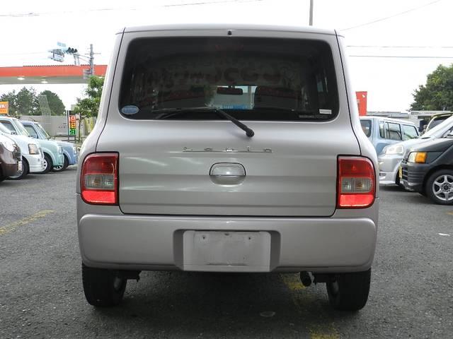 ワイパーゴムなどの交換と車両確認して車検に通らない部分に関して(ブーツ類破れなど)は交換お渡し バッテリーに関しては充電(充電駄目な場合は交換)タイヤに関して車検不具合が生じる場合は交換渡しです