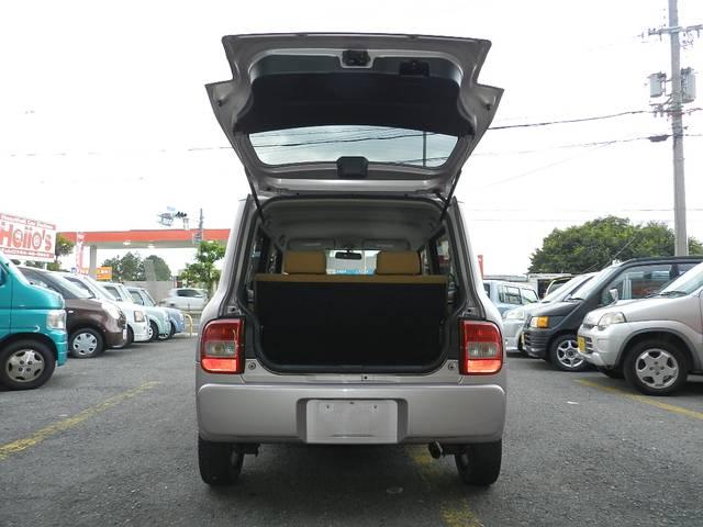 縦開きゲート リア席を倒す事ができ荷物もたっぷり載りますよ♪