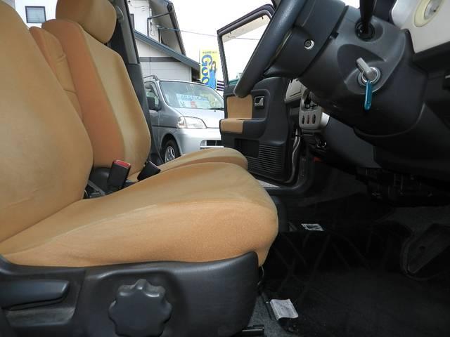 運転席シートリフター付き 座面の高さを変えて運転しやすい様に調整可能♪