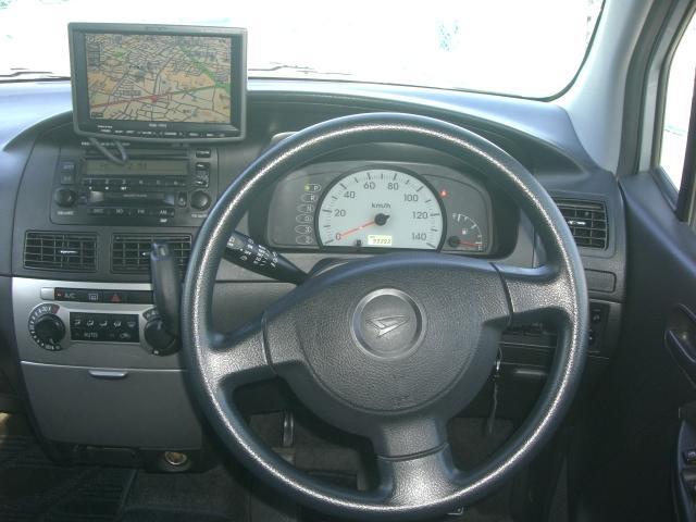 運転席です。キーレス・CDデッキ・電動格納ミラー付きです♪