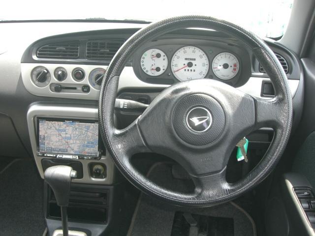 運転席です。HDDナビ付きです♪