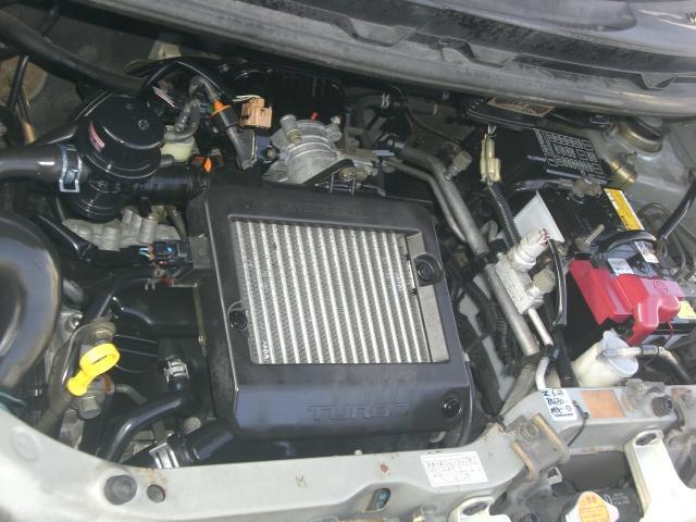 エンジンルームです。1ヶ月又は1000キロの保証が付いていますので、安心して下さい♪タイミングチェーン式エンジンになります♪