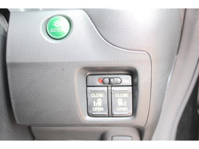 両側電動スライドドアー搭載!!こちらのボタンで両リアドアの自動開閉が可能です!!