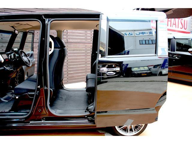 両側電動スライドドア搭載!軽く開けるだけで後は自動で開きます!運転席からの自動開閉も可能です!