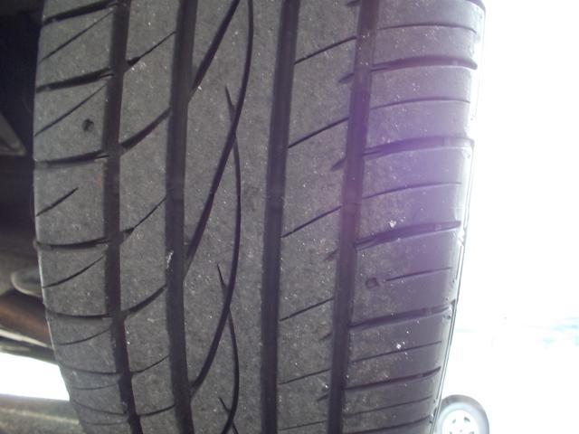 リアタイヤの溝もばっちりです