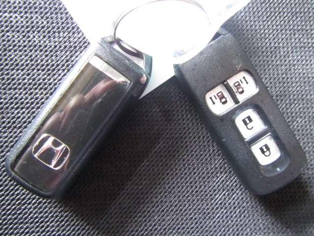 ★便利なスマートキー装備してます。 ポケットやカバンに入れておいてください、ボタンを押せばドアロックが開閉し、エンジンスタートもキーを挿入しなくてもワンプッシュで始動できます。★